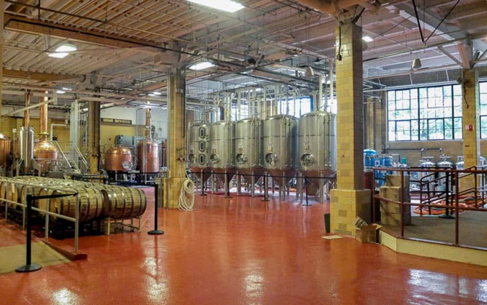 Fábrica da cervejaria Samuel Adams em Boston