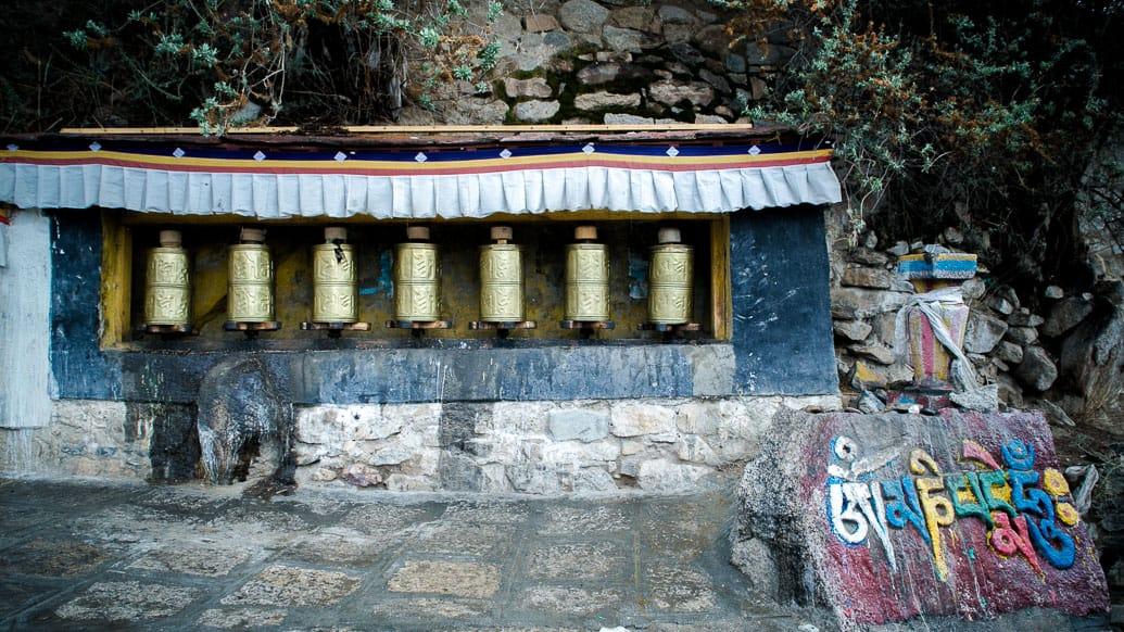 tibet-drepung-roda-oracao