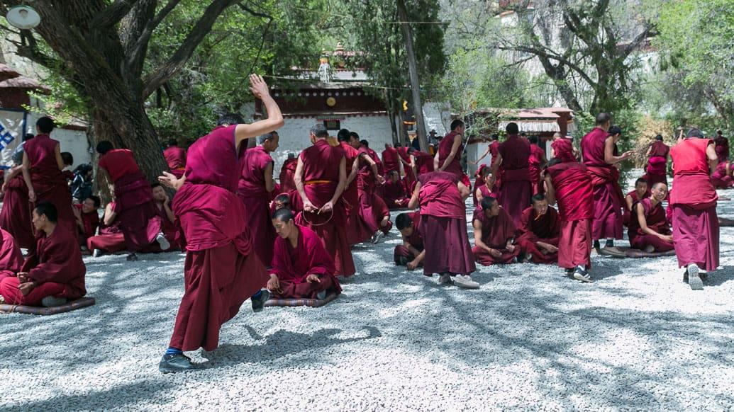 tibet-lhasa-debate-monges