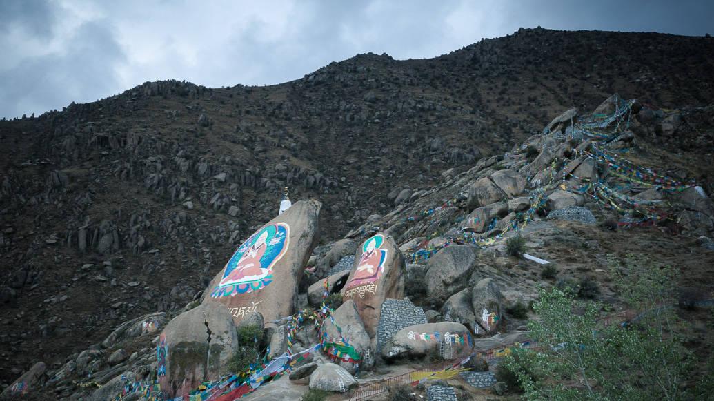 tibet-lhasa-drepung-pedras