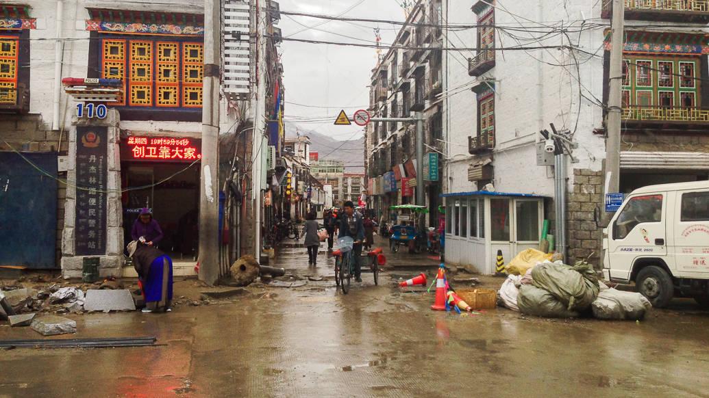 Dicas de viagem para o Tibet: rua em Lhasa