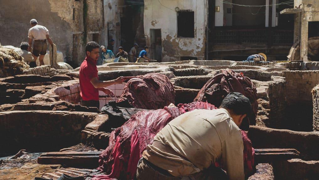 Curtume em Fès, no Marrocos