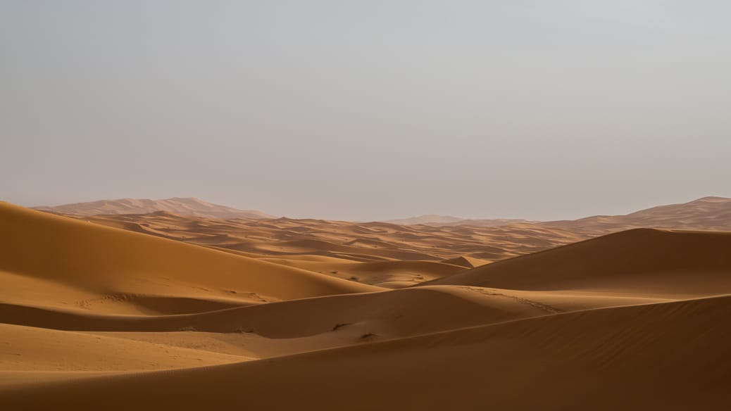 Como é passar a noite no deserto do Saara, no Marrocos
