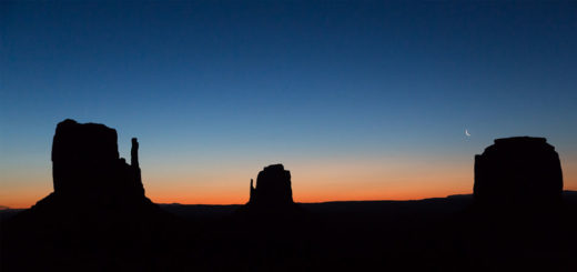 sunrise-monument-valley-feat