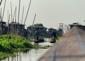 Flutuando pelo Lago Inle, em Myanmar