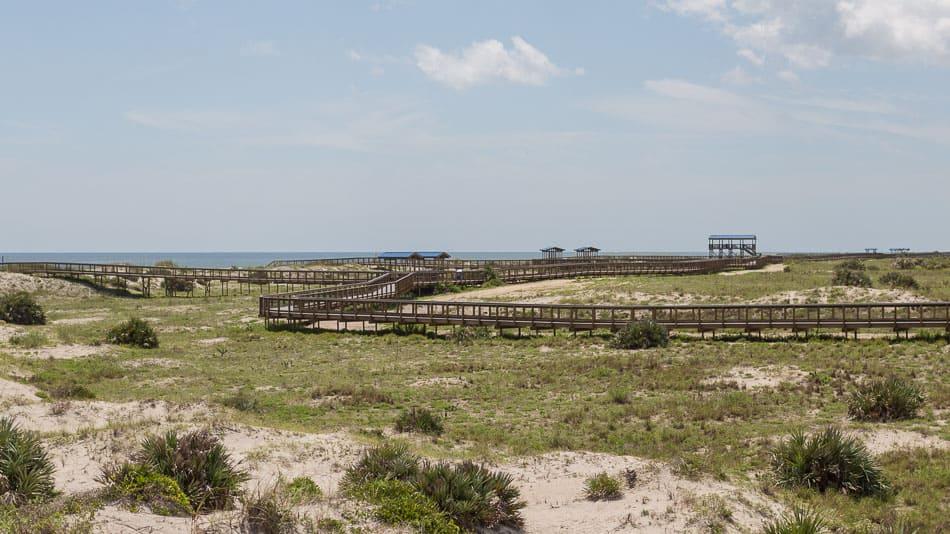 Plataforma de madeira no Smyrna Dunes Park