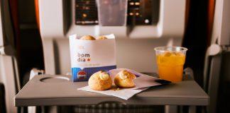 Novidade da GOL: pão de queijo e hambúrguer grátis em rotas nacionais