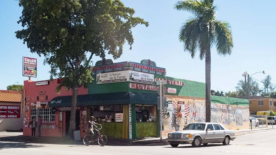 Chegar de carro e estacionar em Little Havana