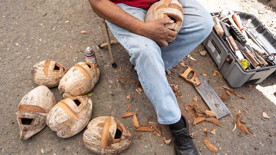 Processo de produção das máscaras Vejigantes, em Loíza, Porto Rico