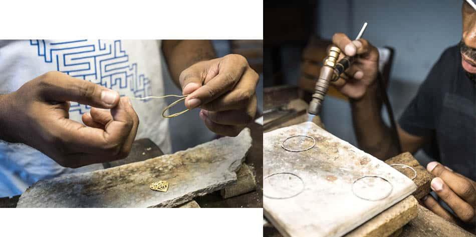 Ourives trabalhando em Natividade, com a técnica de filigrana