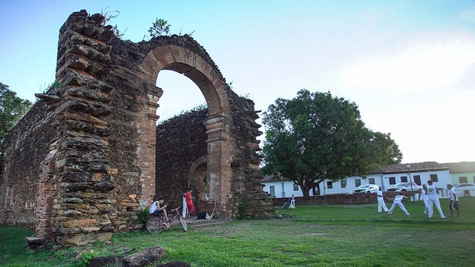 Ruínas da Igreja de Nossa Senhora do Rosário dos Pretos, em Natividade