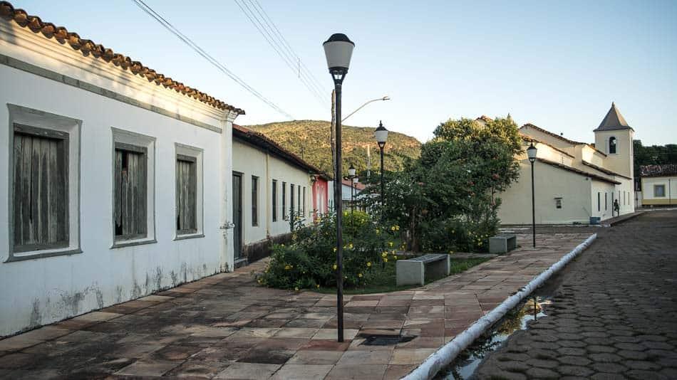 O que fazer em Natividade, TO: Caminhar pelas ruas com casas antigas