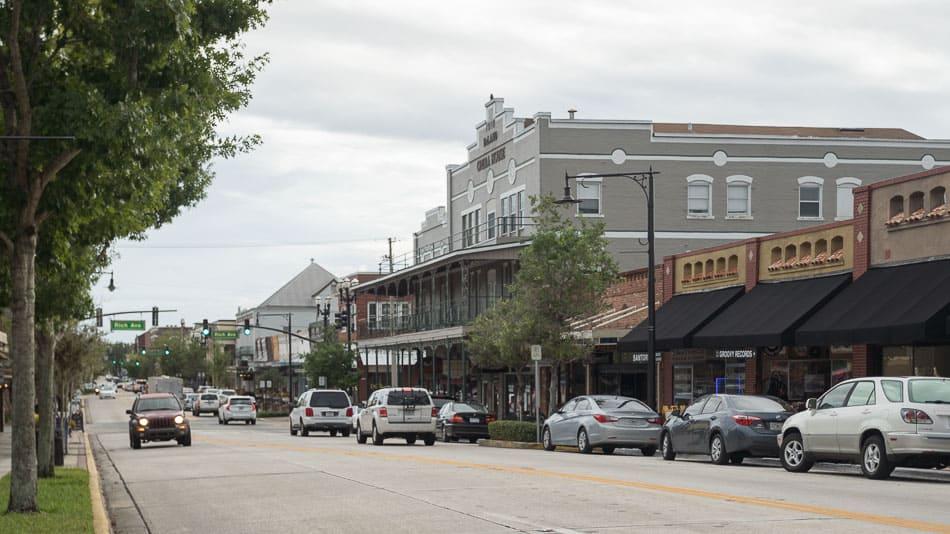 A descolada Main Street, em Downtown DeLand