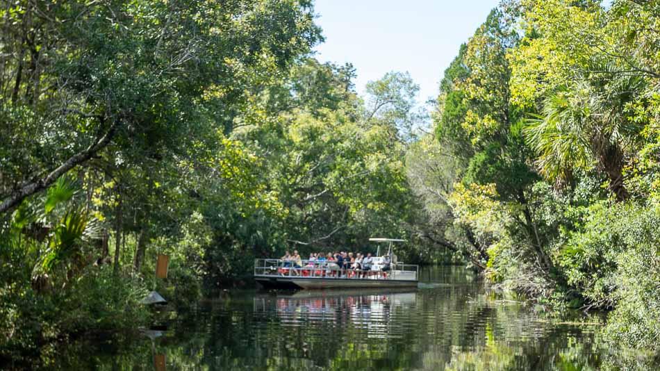 Passeio de barco no Ellie Schiller Homosassa State Wildlife State Park