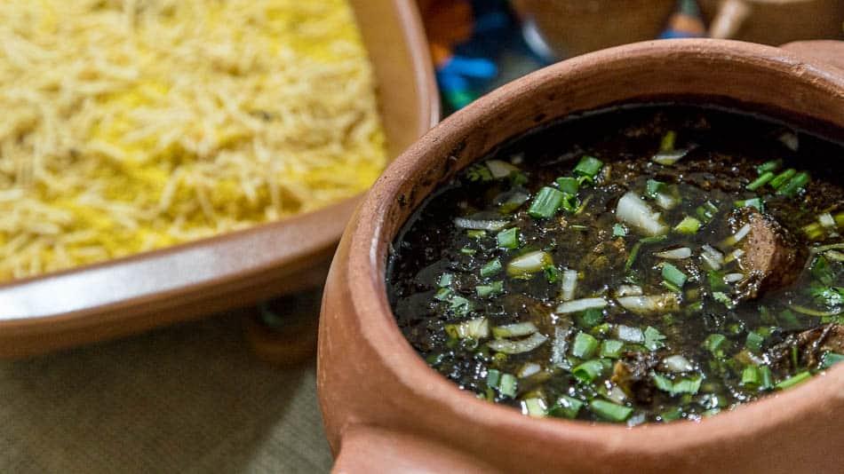 Maniçoba deliciosa no Restaurante Piracaia, em Santarém