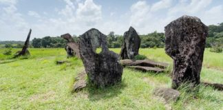 Monolitos no Parque Arqueológico do Solstício, o Stonehenge do Amapá
