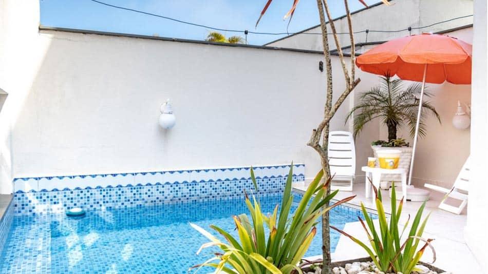 Airbnb no Guarujá: casa com piscina na Praia da Enseada