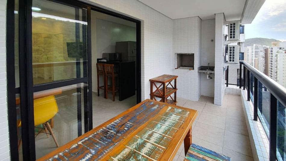 Airbnb no Guarujá: flat com 2 quartos