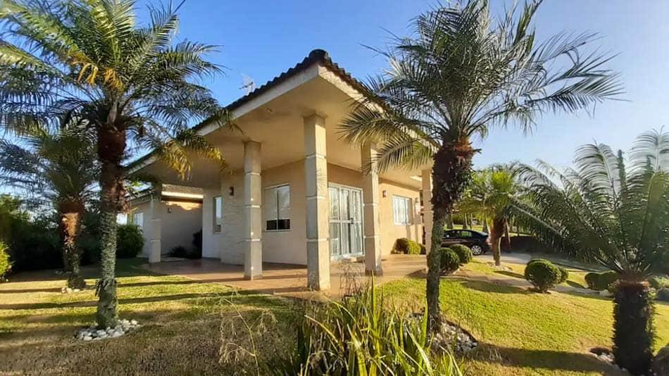 Casa com piscina para aluguel no Airbnb em Atibaia