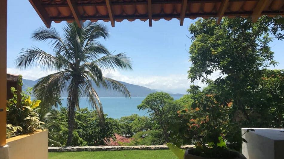 Casa com vista para alugar no Airbnb em Ilhabela, na praia do Pinto