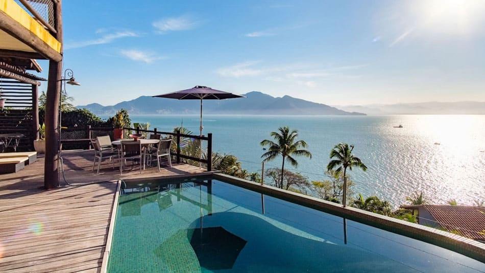 Casa com visual incrível para aluguel no Airbnb em Ilhabela