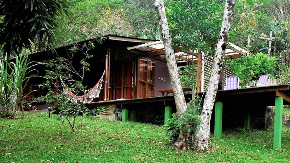 Casa container para alugar no Airbnb em Ubatuba na Praia da Fortaleza