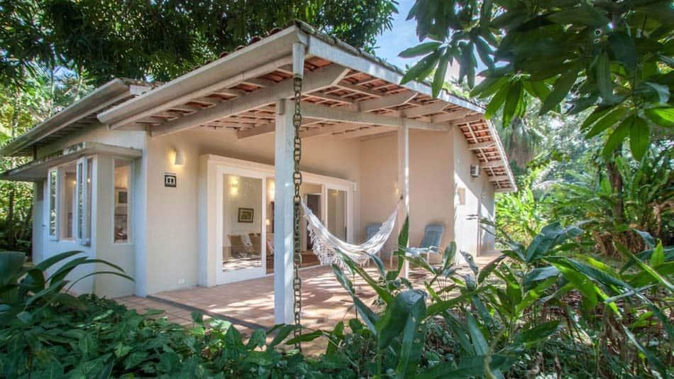 Casa com jardim para alugar no Airbnb em Ubatuba na Praia da Fortaleza
