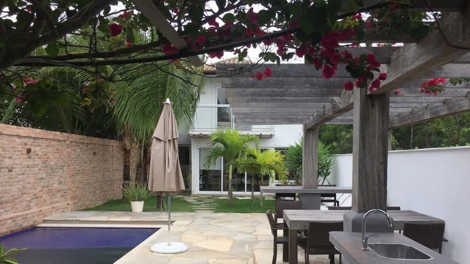 Casa com piscina e sauna para aluguel no Airbnb em Buzios