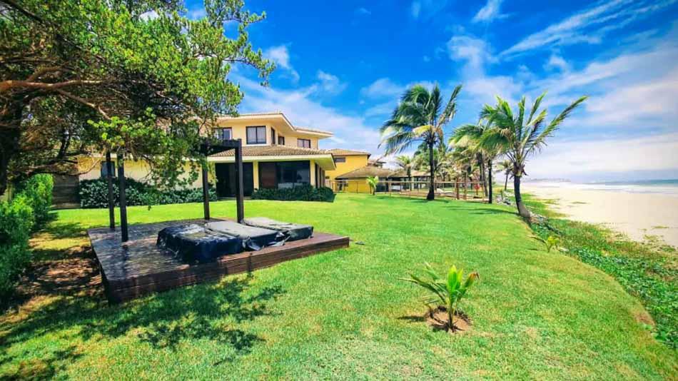 Casa na beira da praia para alugar no Airbnb em Arembepe, litoral norte da Bahi