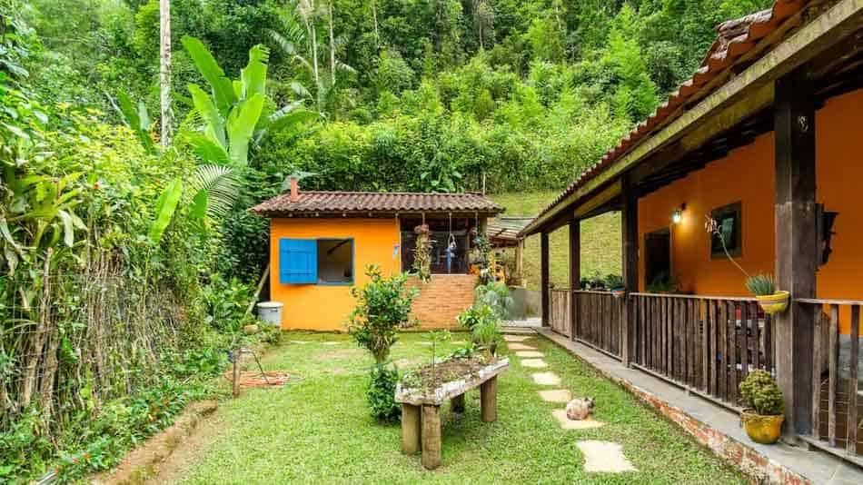 Casa para alugar no Airbnb em Paraty com fogão a lenha