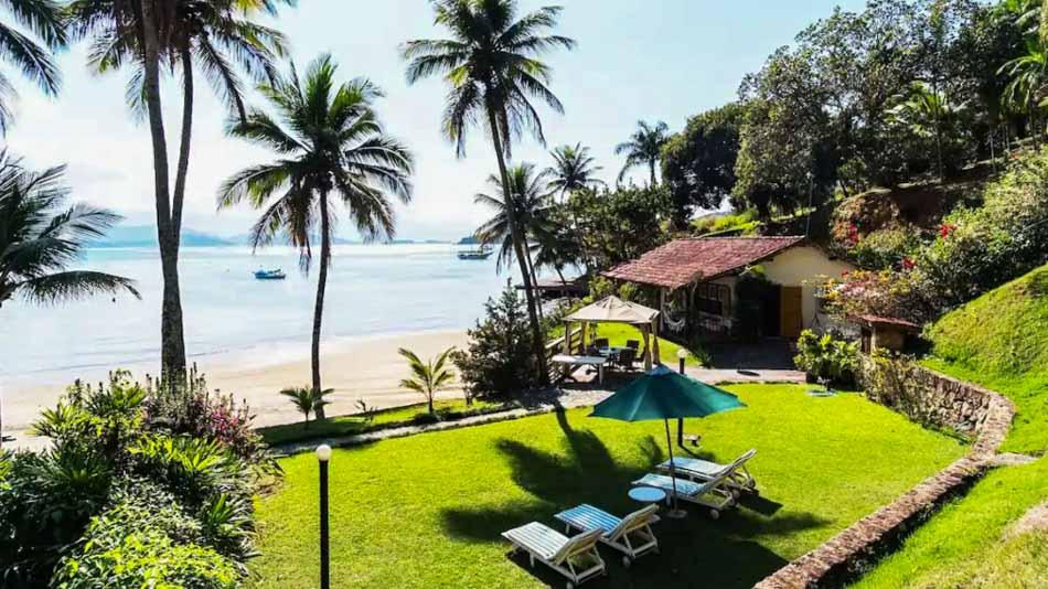 Casa para alugar no Airbnb em Paraty com vista para o mar
