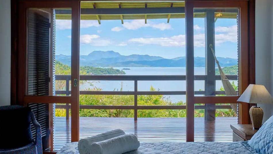 Casa para alugar no Airbnb em Paraty entre mata e praia