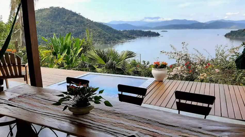 Casa para alugar no Airbnb em Paraty com vista e piscina