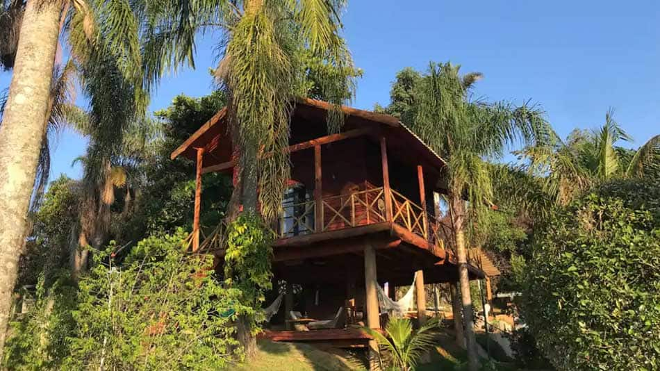 Casa na árvore em Serra Negra para aluguel no Airbnb