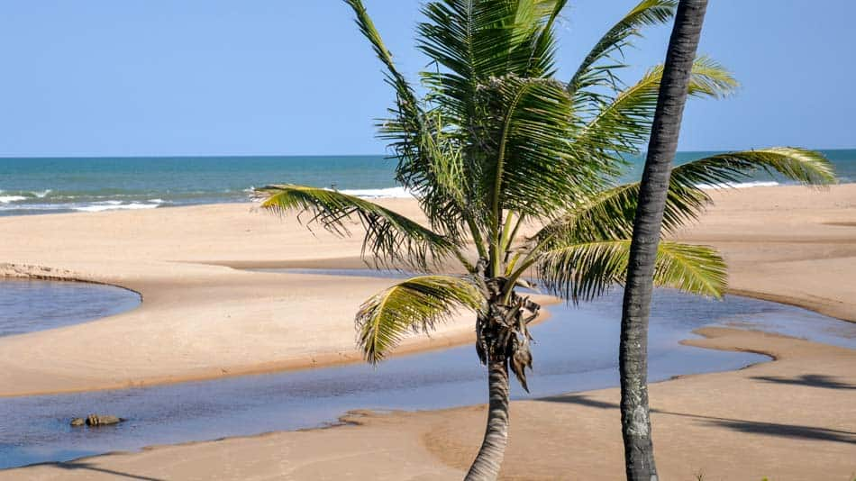 Melhores praias do litoral norte da Bahia: Imbassaí