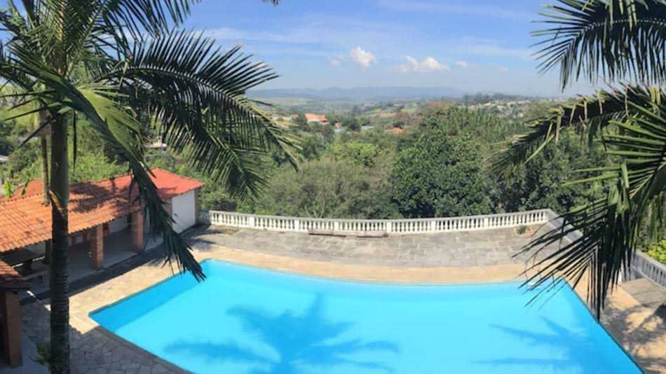 LInda casa com piscina para alugar em Arujá, perto de SP