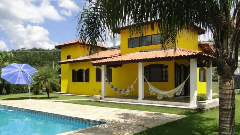 Bela casa para alugar em Guararema, perto de SP