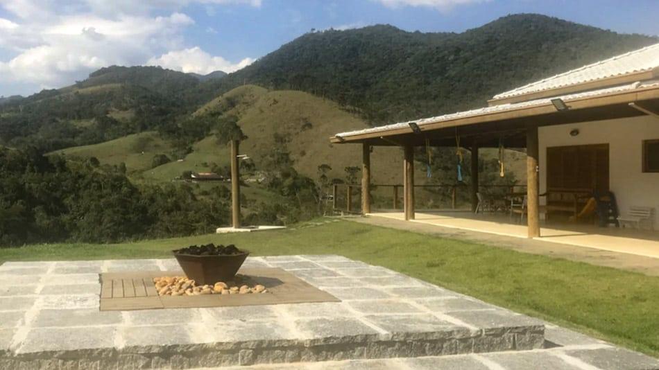 Casa com varanda para alugar em São Francisco Xavier