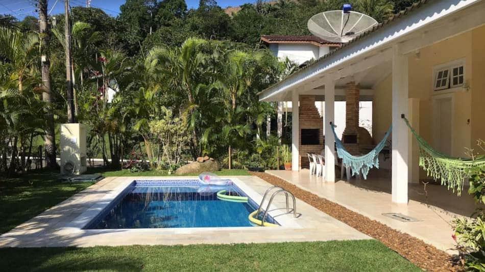 Casa para alugar no litoral norte de SP em Paúba com piscina
