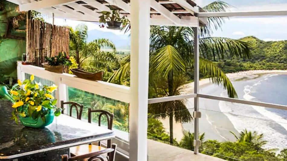 Casa para alugar no litoral norte de SP com vista para a Barra do Sahy