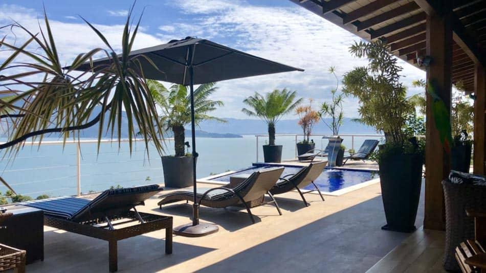 Casa para alugar no litoral norte de SP em Ilhabela com piscina