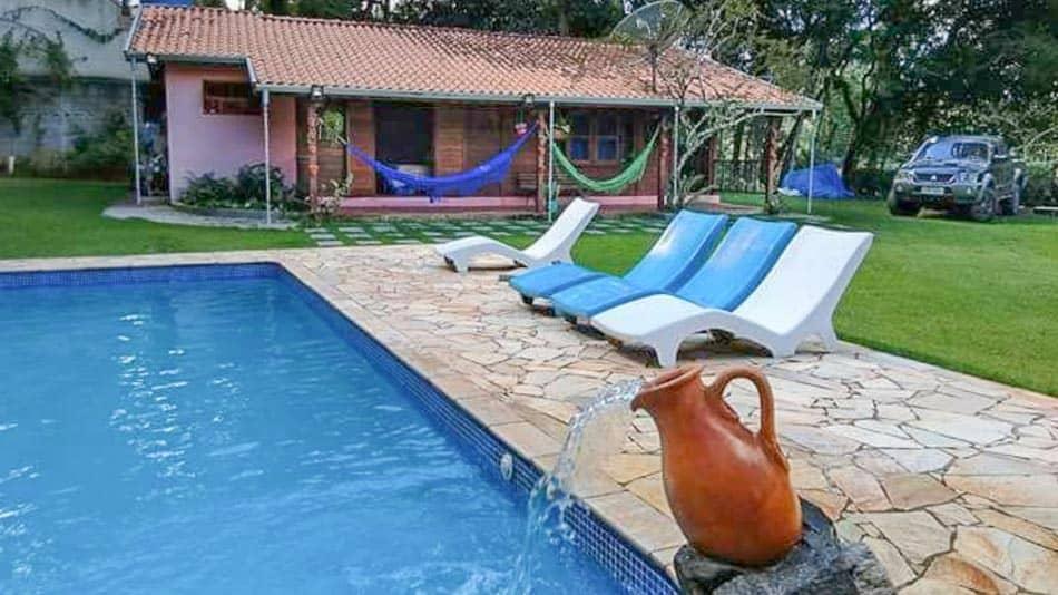 Casa para alugar em Atibaia em chácara com piscina