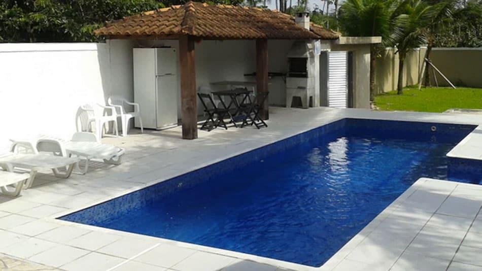Casa para alugar no Guarujá em condomínio fechado com piscina privativa