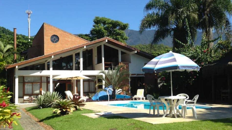 Casa para alugar em Ubatuba com piscina em frente ao mar