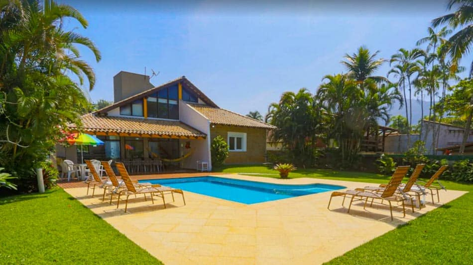 Casa para alugar em Ubatuba com piscina na Praia das Toninhas