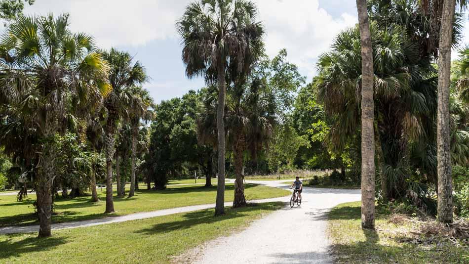 Passeio de bicicleta no Riverbend Park