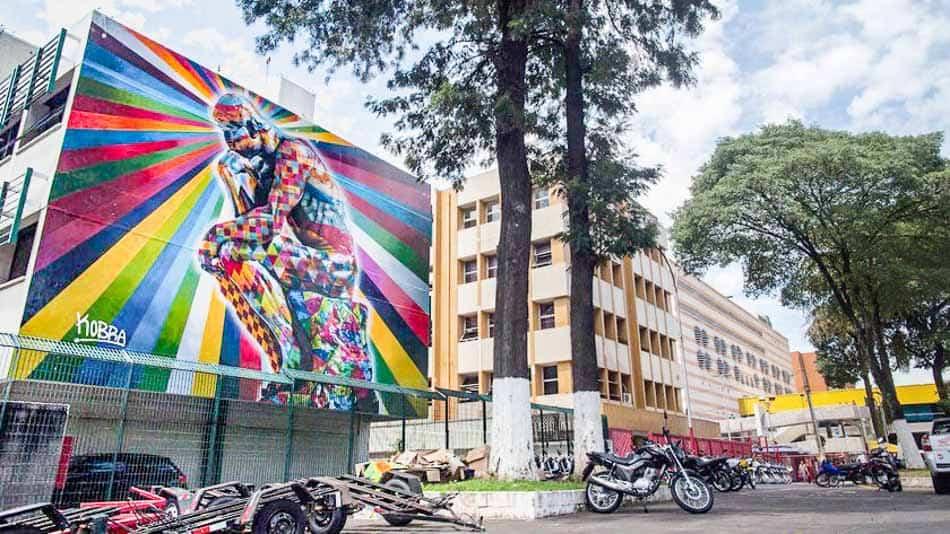 Um dos murais do Kobra em SP: O Pensador