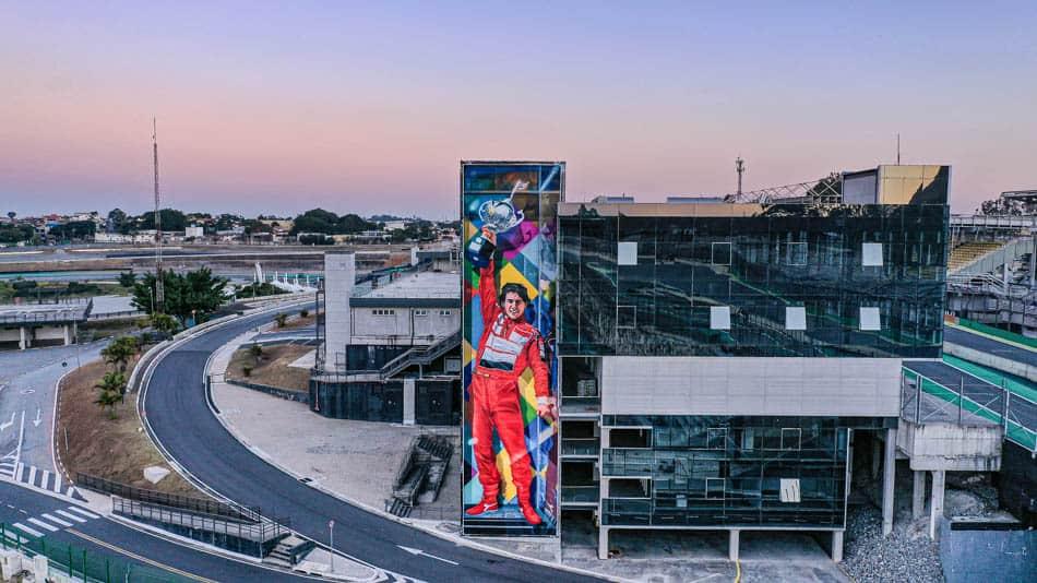 Um dos murais do Kobra em SP: Ayrton Senna em Interlagos