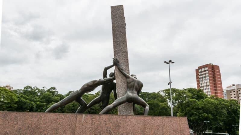 Monumento às Três Raças na Praça Cívica